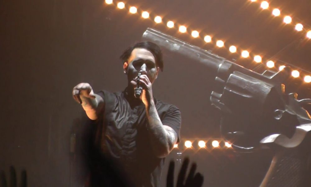 marilyn manson gets crushed by stage prop during new york show. Black Bedroom Furniture Sets. Home Design Ideas