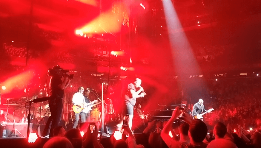 Billy Joel pays tribute to Malcolm Young performing Highway To Hell