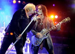 Joe Elliot and Vivian Campbell