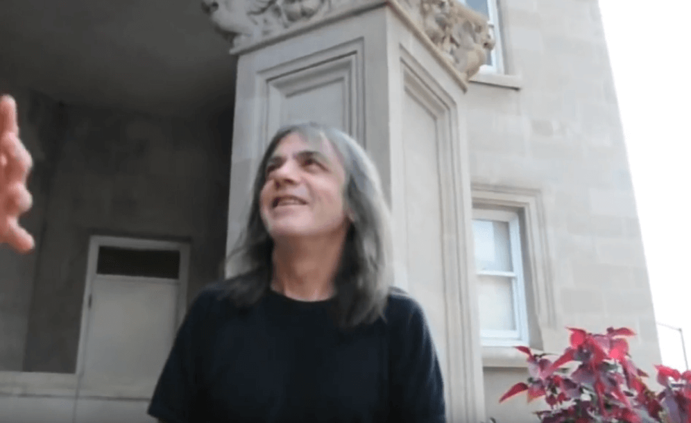 Malcolm Young talking to fans