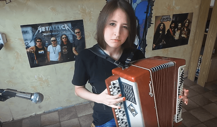 Russian musician plays Metallica and Iron Maiden classics on accordion.