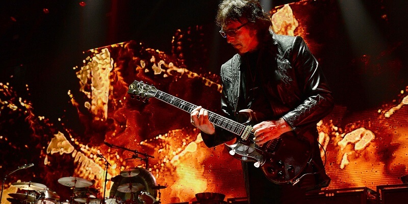 Tony Iommi playing the end tour