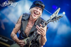 Michael Schenker playing the guitar
