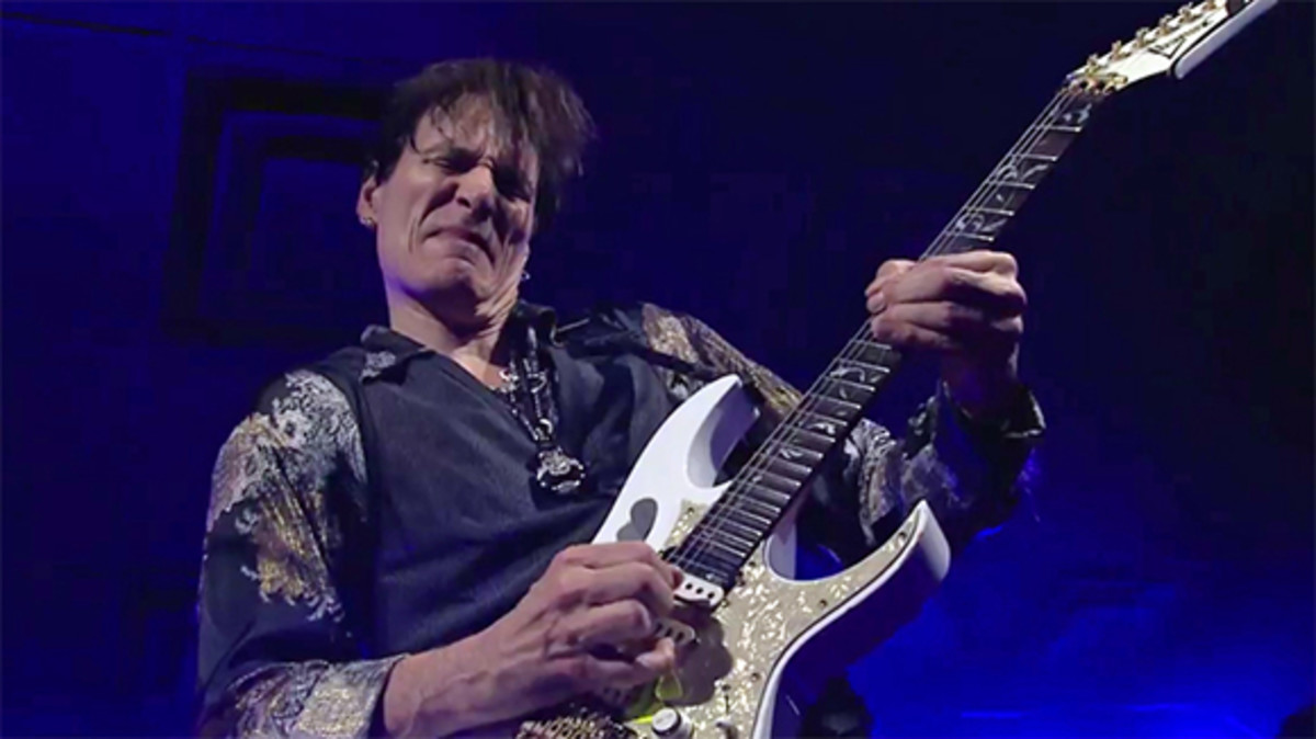 Steve Vai reveals how he mastered string bending