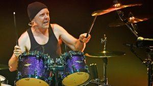 Lars Ulrich drumming