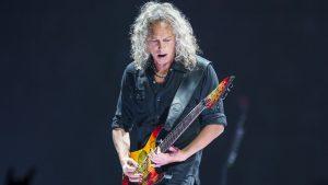 Kirk Hammet playing guitar