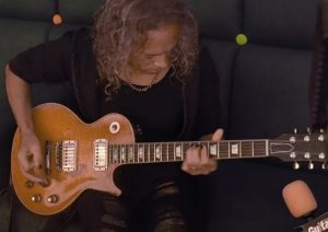 Kirk Hammett playing gibson