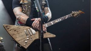 Wood guitar metallica
