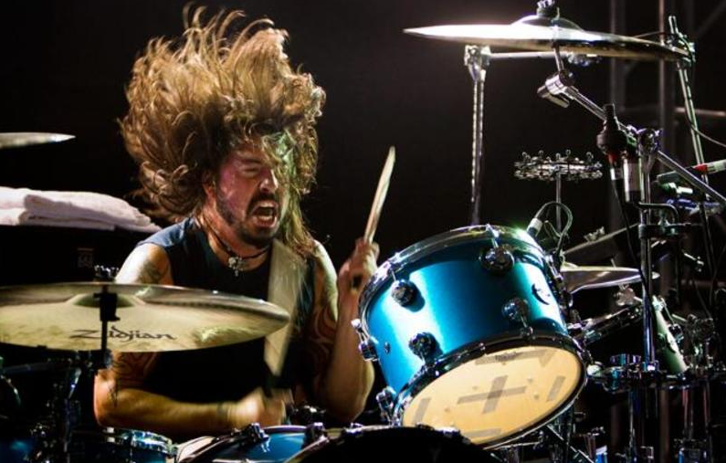 Dave Grohl plays Led Zeppelin