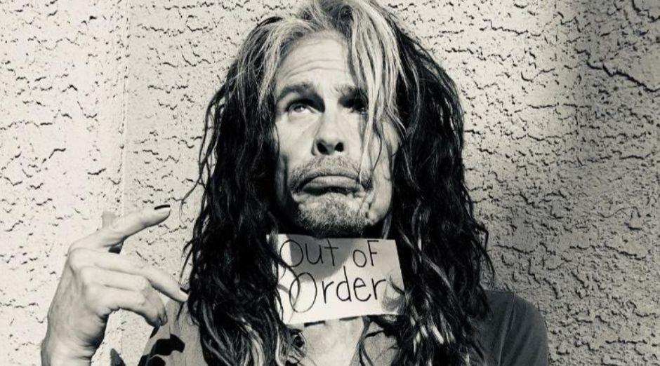 Steven Tyler loses voice