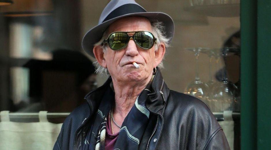 Keith Richards smoking