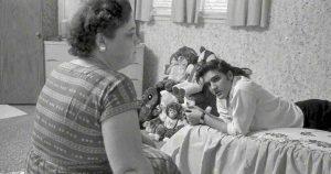 Elvis mother