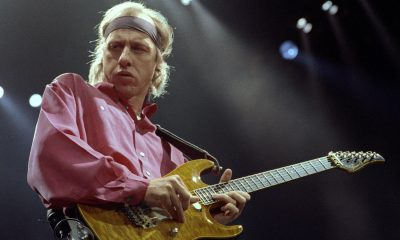 Hear Mark Knopfler's isolated guitar solo on Sultans Of Swing