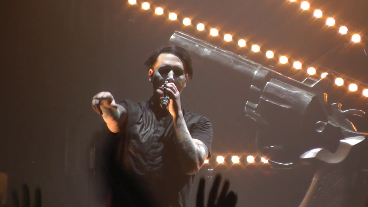 Marilyn Manson gets crushed by stage prop during New York show