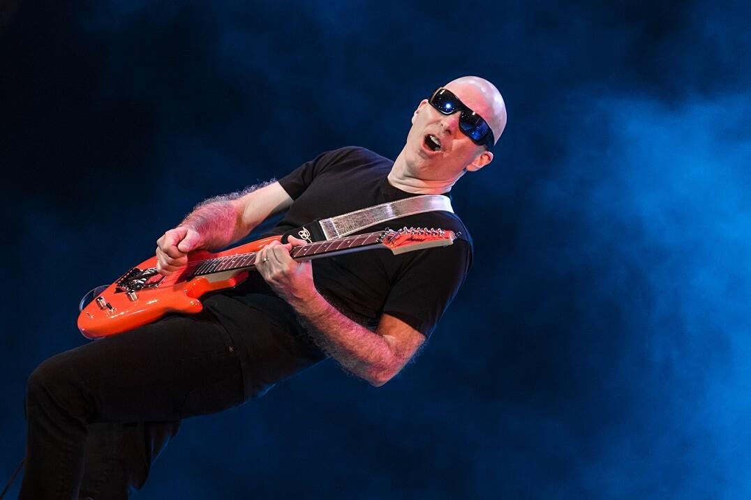 Joe Satriani flying