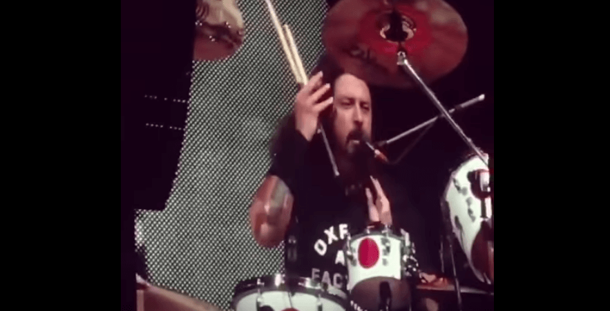Dave Grohl surprieses the audience with the introduction of Smells Like Teen Spirit