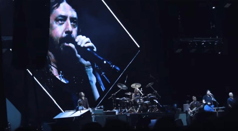 Foo Fighters play John Lennon + Van Halen mashup in brazilian concert