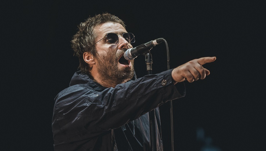 liam gallagher at stage