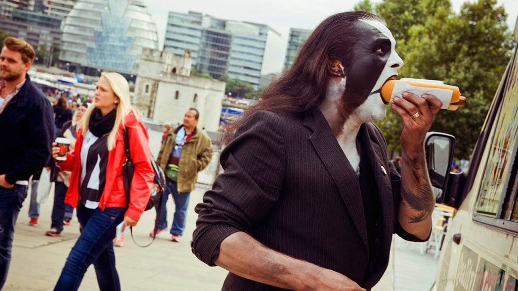 Abbath-eating-a-hot-dog-1024x576.jpg