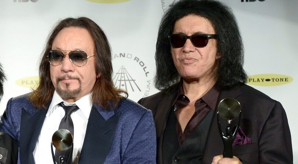 Ace Frehley and Gene Simmons kiss